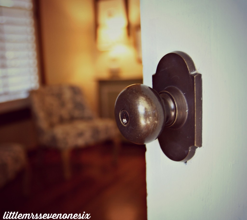 Fall door knob